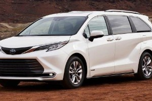 The 2021 Toyota Sienna is a Camry-based MPV we wish we have in Malaysia