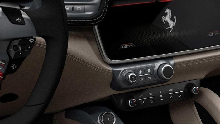 Ferrari GTC4Lusso (2016) Interior 004