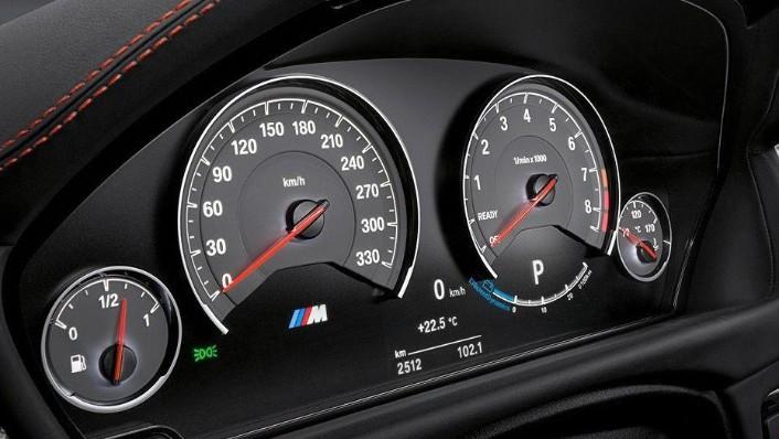 BMW M4 Coupe (2019) Interior 003