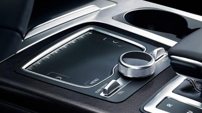 Audi Q7 (2019) Interior 003