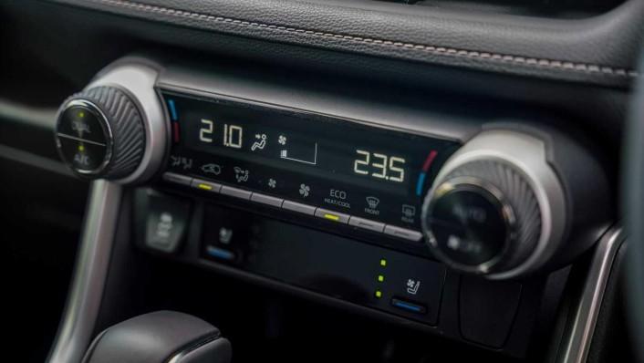 2020 Toyota RAV4 2.5L Interior 004