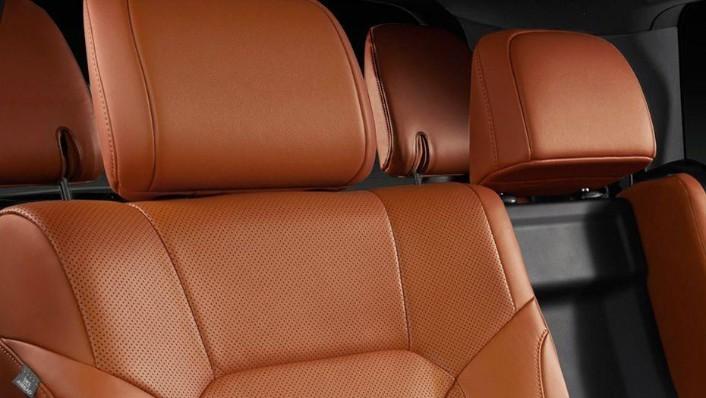 Lexus LX (2018) Interior 004